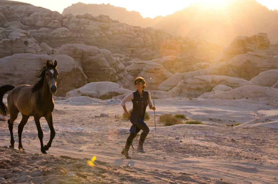 yoga-horse-woestijn